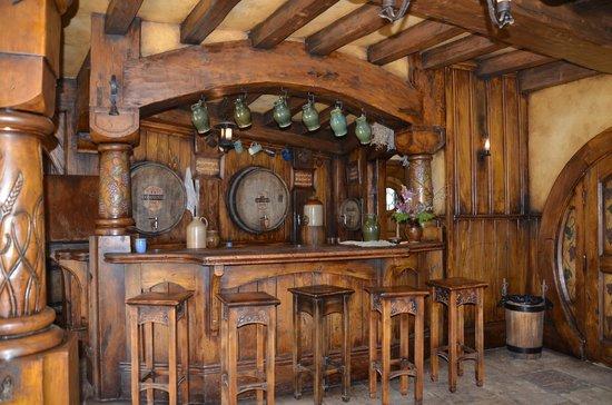 Hobbiton Movie Set Tours: The Green Dragon Pub