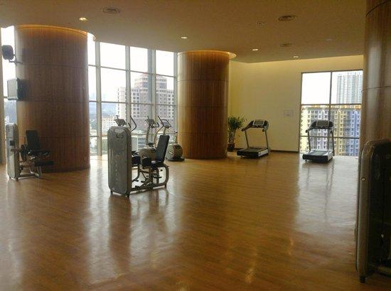 เดอะการ์เด้น โฮเต็ล แอนด์ เรสสิเดนซ์: Plenty of space at the gym also!