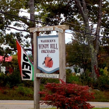 Washburn's Windy Hill Orchard: Road sign