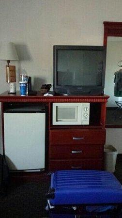 Super 8 Escondido: TV Kühlschrank Mikrowelle