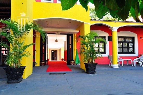Elegance Palace Hotel: Pasillos amplios