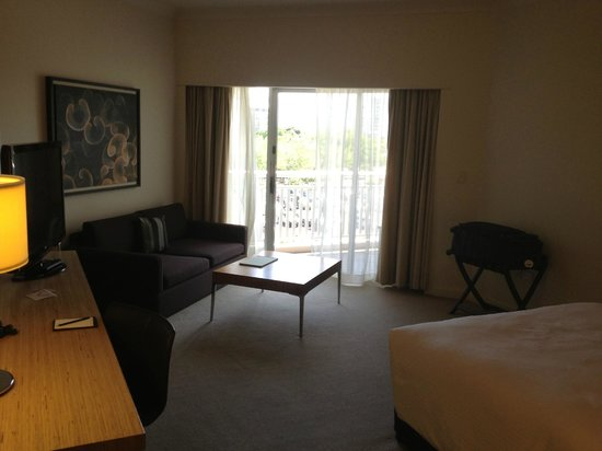 Shangri-La Hotel, The Marina, Cairns: good size room