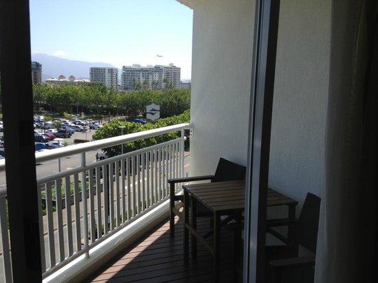 Shangri-La Hotel, The Marina, Cairns: good size balcony