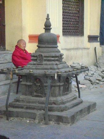 วัดสวะยัมภูนาถ: monk