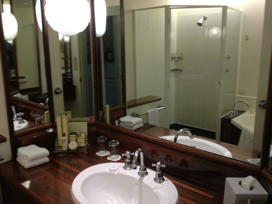 Shangri-La Hotel, The Marina, Cairns: Bathroom