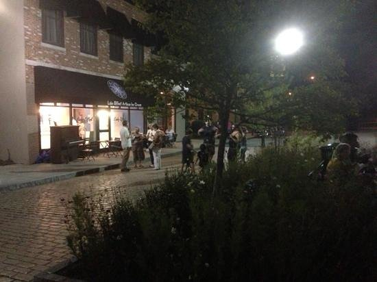 ล็อกพอร์ต, นิวยอร์ก: Night shot by the locks at Lake Effect.