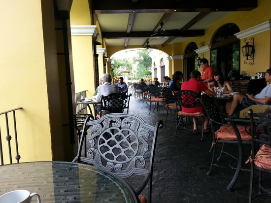 Costa Rica Marriott Hotel San Jose: View of the Dining area outdoors