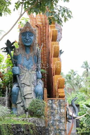 Cintai Corito's Garden : One of several statues in a remote part of the hotel