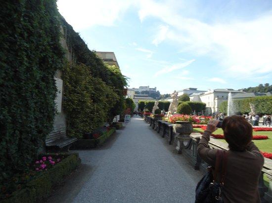 พระราชวังและสวนมิราเบลล์: corredores nos Jardins de Mirabell