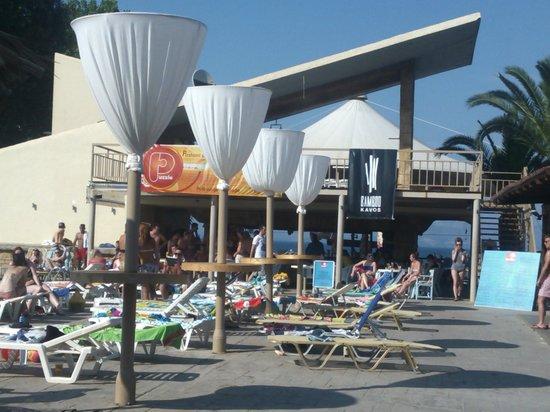 Island Beach Resort: POOL/BAMBOO BAR