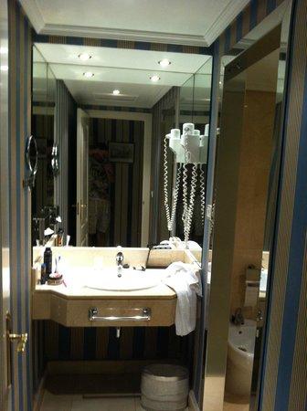 เมเลีย แคสทิย่า โฮเต็ล: The bathroom