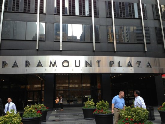 Real New York Tours: Paramount Plaza - meeting place