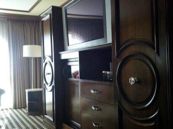 ปารีสลาสเวกัสโฮเต็ล: 42 inch flat screen with integrated dresser and closet space