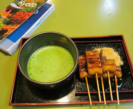 Kiyomizu-Zaka Street: Match and traditional sweet in tea house