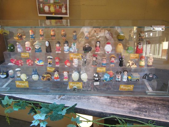 Kiyomizu-Zaka Street: Funky arts shop with anima figurines