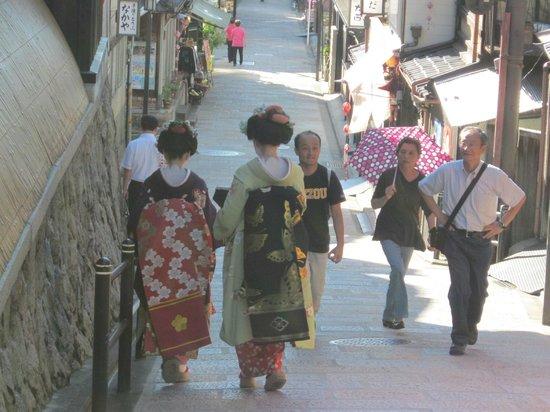 Kiyomizu-Zaka Street: Geisha in Gion around Kiyomizu-Kaka