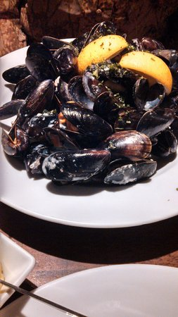 Guys Bar & Snug: Mussels- my wife loved them