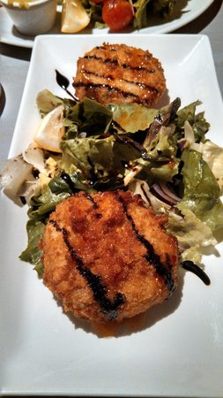 Guys Bar & Snug: Crab Cakes