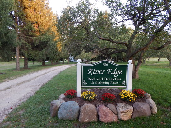 River Edge Bed and Breakfast & Gathering Place: Entry