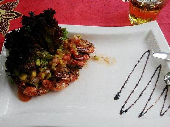 Blue Bali: prawn salsa appetizer