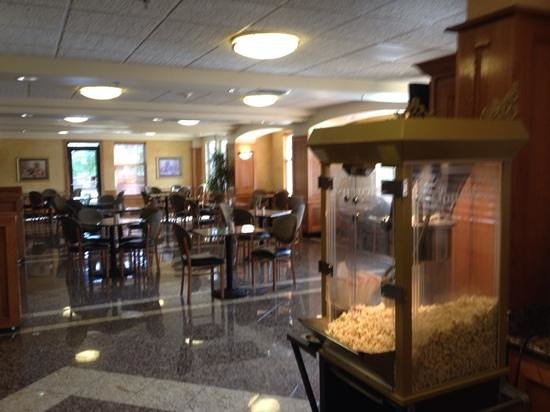 Drury Inn & Suites San Antonio North Stone Oak: slightly out of focus. free popcorn !
