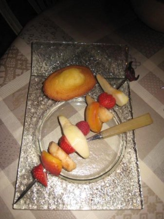 Coeur de Bourges: Fruits serving at the breakfast