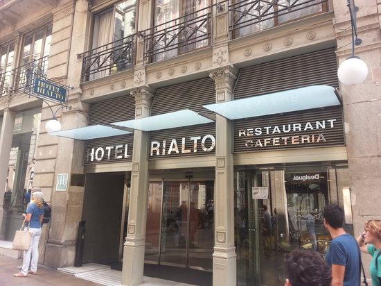 โรงแรมเรียลโท: The front of the hotel