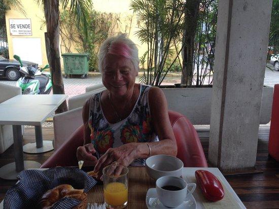 โรงแรมบี พลายา: One great breakfast