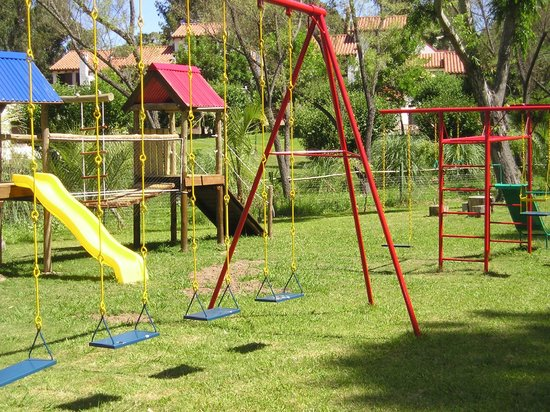 Costa Brava Hotel: Plaza de juegos