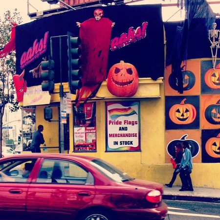 Glitterati Tours: aahs! on Sunset Boulevard gears up for Halloween.