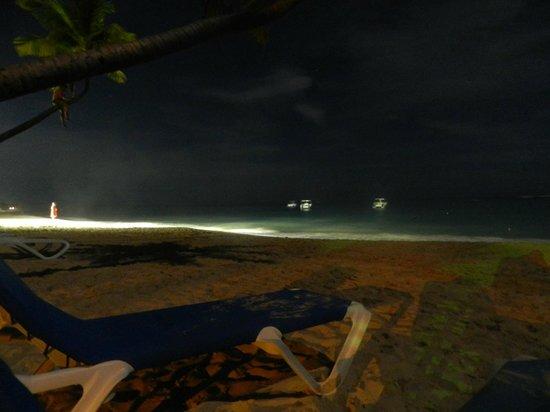 Hotel Riu Naiboa: playa noche