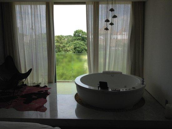 โรงแรมบี พลายา: Love a great, great bath?
