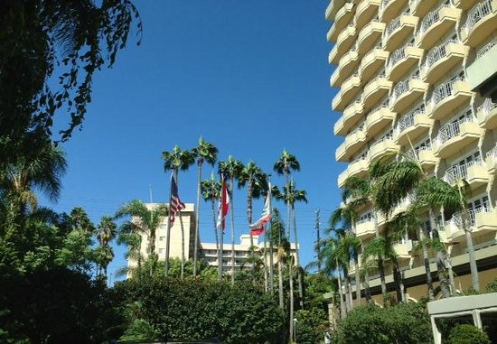 Glitterati Tours: Lovely day at the Four Seasons Los Angeles at Beverly Hills Hotel.
