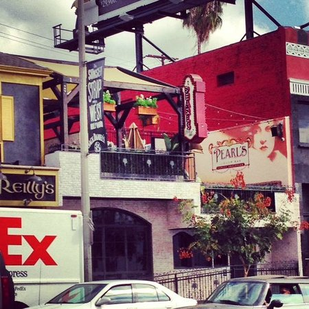 Glitterati Tours: Pearl's Liquor Bar on The Sunset Strip, next to Whiskey A Go-Go.