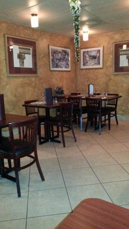 Salt N Pepper Bistro: interior.. it's small, but it's a nice ambiance
