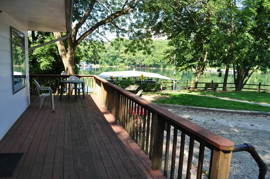 Lakeshore Resort: View from porch of Cabins 1 & 2