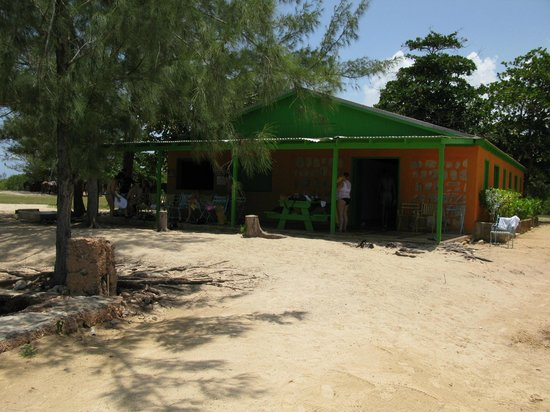 Braco Stables: The refreshment/snack hut on the beach