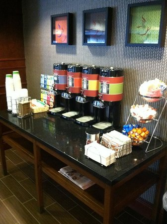 Hampton Inn South Plainfield-Piscataway: COFFEE!