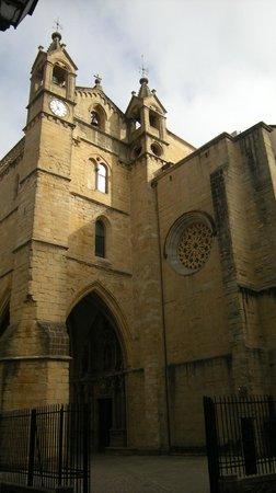 Iglesia de San Vicente: Entrance portico