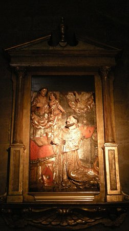 Iglesia de San Vicente: Relief