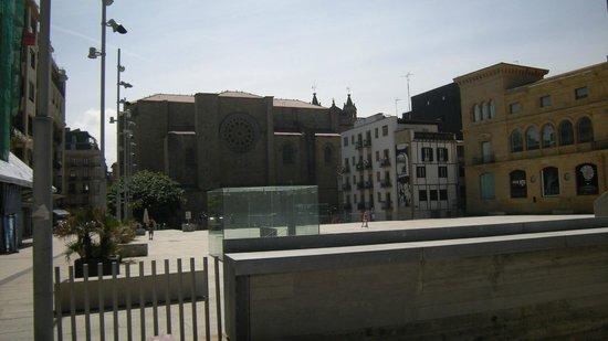 Iglesia de San Vicente: San Vicente from plaza