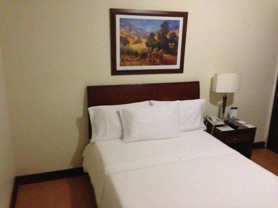 Hotel Soratama: Cama normal....