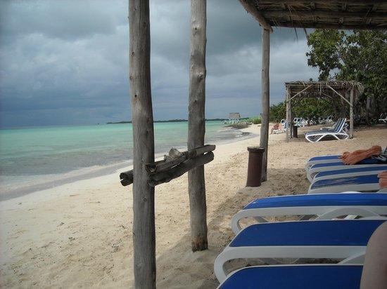 Memories Flamenco Beach Resort: Beach on Diamond Club side