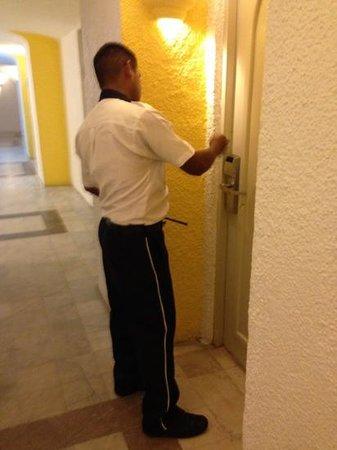 Tesoro Manzanillo: guardia tardo 20 min en abrir la habitación