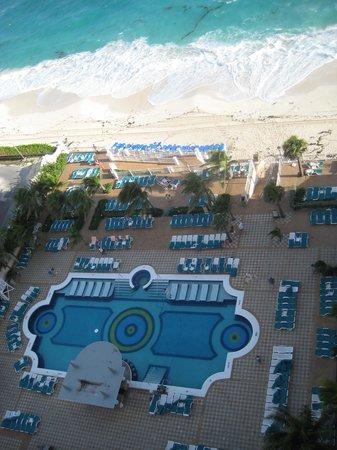 Hotel Riu Palace Paradise Island: Nice & Clean
