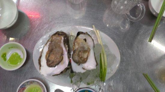 Saigon Street Eats: Oysters