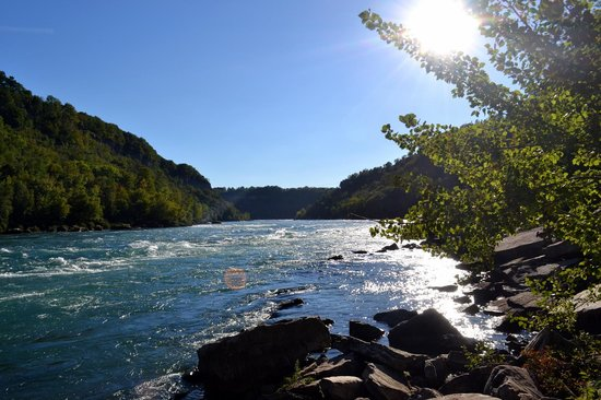 Niagara Glen Nature Areas: Down by the river