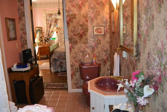 Cliff Cottage Inn - Luxury B&B Suites & Historic Cottages: bathroom - spacious