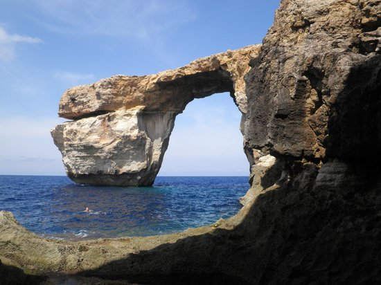 Pace's Guest House: azure window gozo