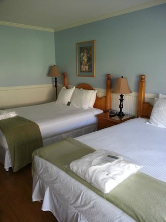 South Thompson Inn & Conference Center: Our room